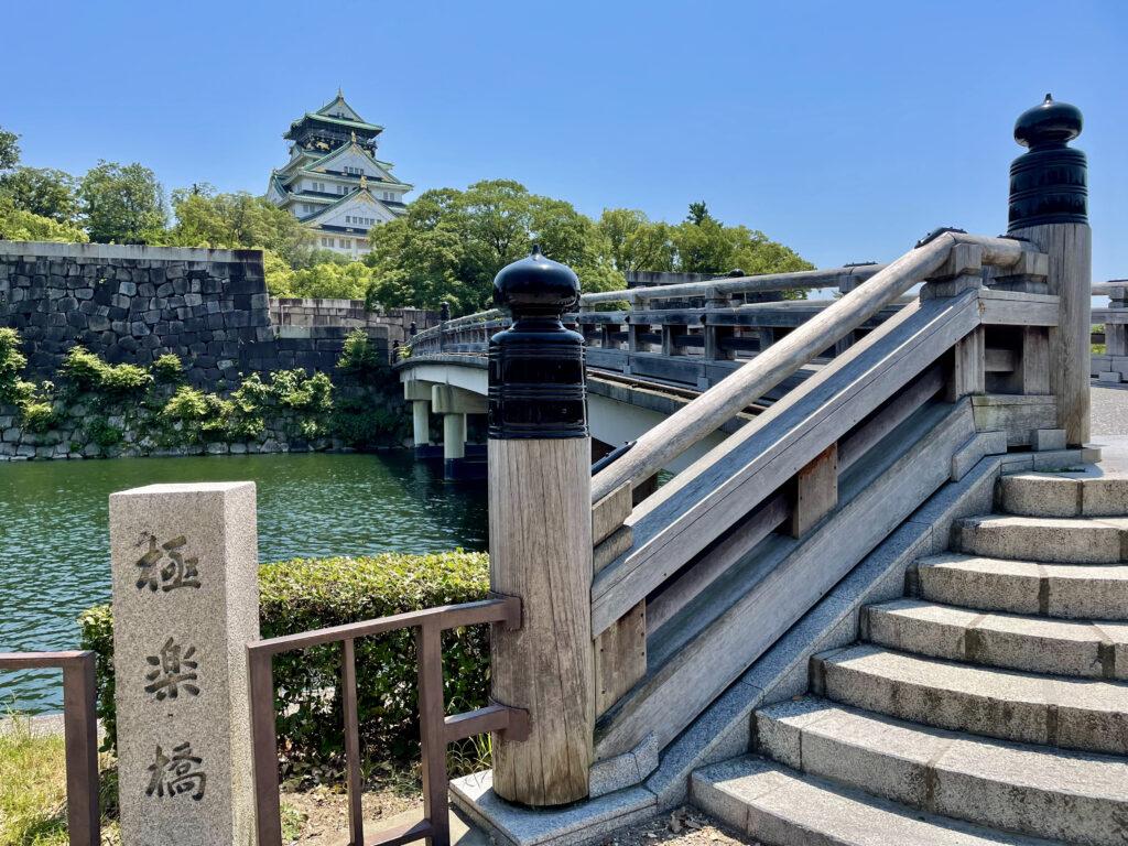 極楽橋から見る天守閣