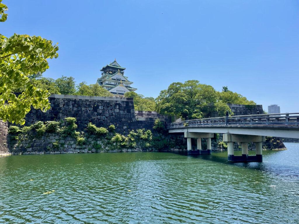 極楽橋と大阪城天守閣