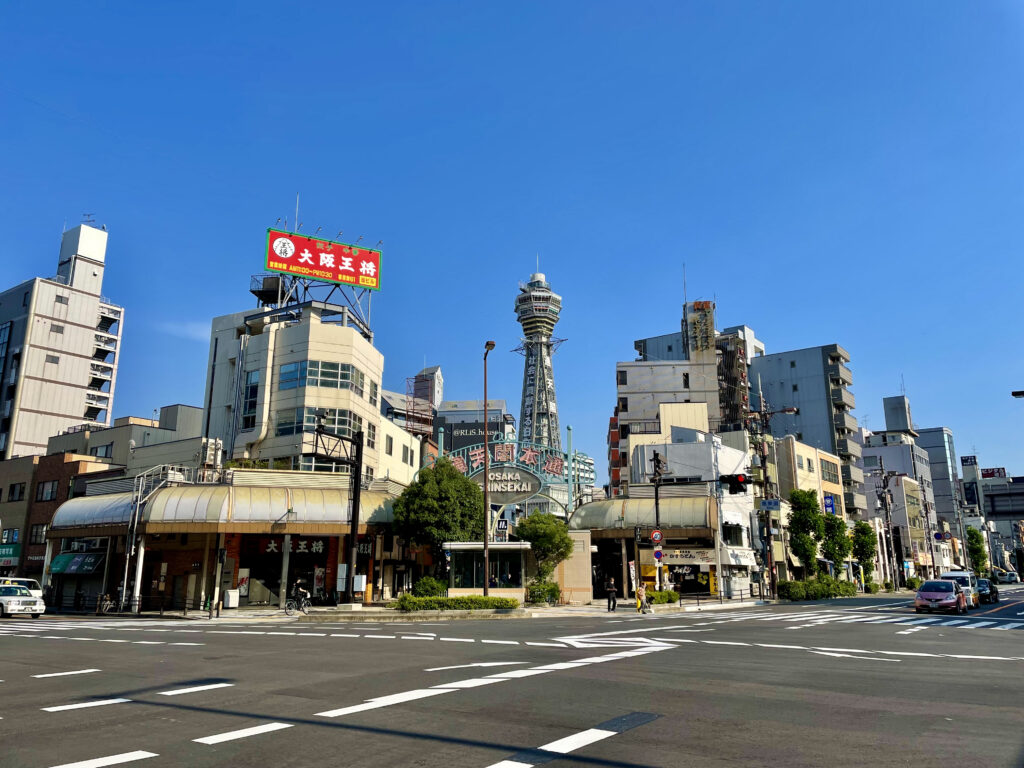 堺筋の恵比寿町交差点から見る通天閣